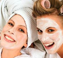 девушки с омолаживающими масками на лице